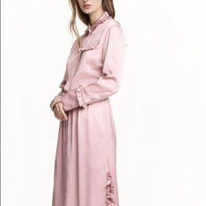 H&M Shirtdress with ruffles in Light Pink